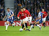 20090415: PORTO, PORTUGAL - FC Porto vs Manchester United: Champions League 2008/2009 – Quarter Finals – 2nd leg. In picture: Cristian Rodriguez (L),  Cristiano Ronaldo and Fernando (R). PHOTO: Manuel Azevedo/CITYFILES