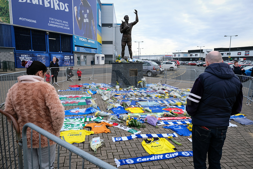 © Licensed to London News Pictures. 23/01/2019. Cardiff, UK. Tributes have been left by the Fred Keenor statue outside the Cardiff City Stadium for Argentina born Emiliano Sala who was on board a flight from Nantes to Cardiff on Monday night that went missing in the English channel. Sala was Cardiff City new signing From FC Nantes at a cost of £15 million pounds. Photo credit: Alistair Heap/LNP