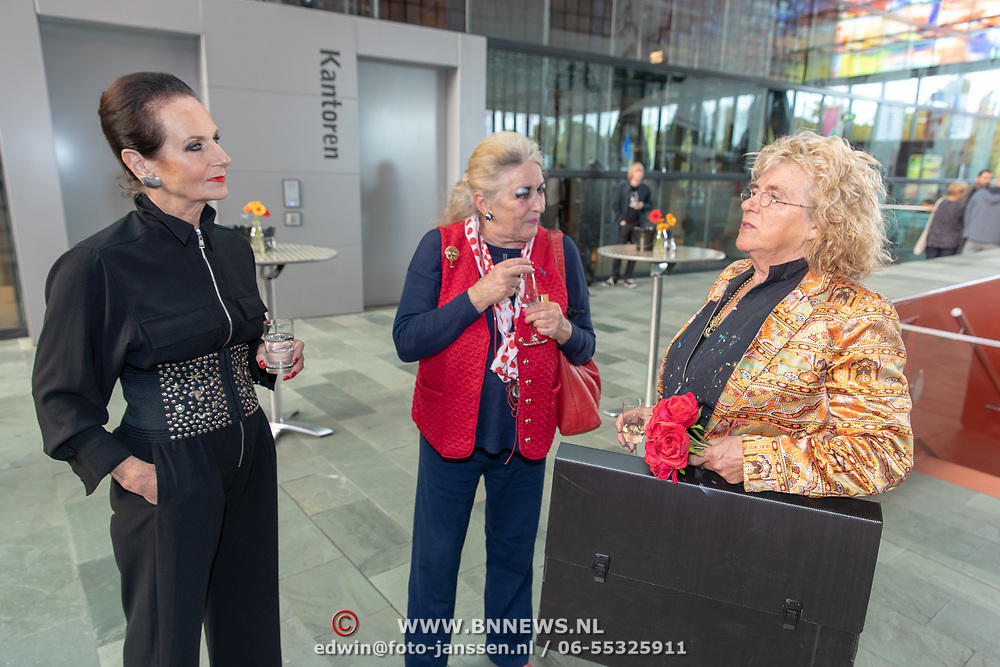 NLD/Hilversum/20181003 - Onthulling Mies Bouwman Totempaal, Ans Markus en Martha Rö;ing en Gerti Bierenbroodspot