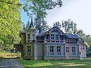 Odrestaurowany budynek w parku zdrojowym. Uzdrowisko Połczyn-Zdrój