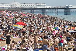 June 18, 2017 - Brighton, East Sussex, United Kingdom - Brighton, UK. Thousands of people enjoy the hot and sunny weather as they take to the beach in Brighton and Hove on the hottest days of the year so far. (Credit Image: © Hugo Michiels/London News Pictures via ZUMA Wire)