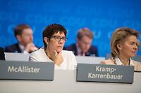 DEU, Deutschland, Germany, Berlin,26.02.2018: Parteitag der CDU in der Station. Die heute neu gewählte CDU-Generalsekretärin Annegret Kramp-Karrenbauer (CDU) und Verteidigungsministerin Ursula von der Leyen (CDU). Die Delegierten stimmten mit großer Mehrheit für die Neuauflage der Großen Koalition (GroKo).