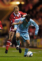 Fotball<br /> UEFA Cup 2004/2005<br /> Foto: SBI/Digitalsport<br /> NORWAY ONLY<br /> 04.11.2004<br /> <br /> Middlesbrough v Lazio<br /> <br /> Lazio's Anthony Seric (R) tries to hold off Middlesbrough's Ray Parlour