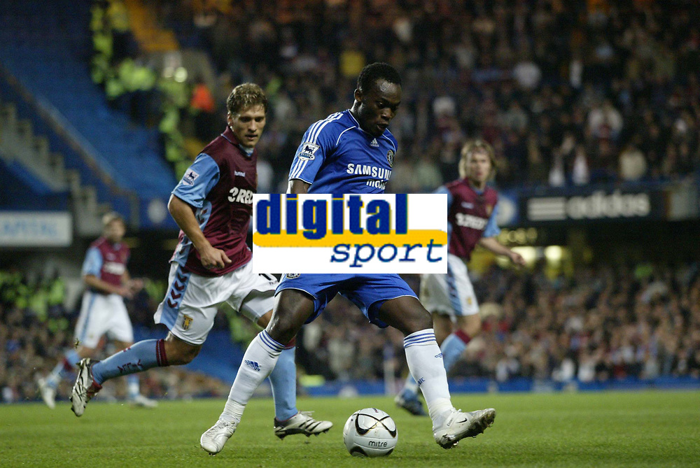 Photo: Marc Atkins.<br /> Chelsea v Aston Villa. Carling Cup. 08/11/2006.<br /> Michael Essien of Chelsea in action with Stilian Petrov.