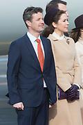 Staatsbezoek Denemarken - Dag 1. Aankomst van het Koninklijk gezelschap op vliegveld Kastrup<br /> <br /> State visit Denmark - Day 1. Arrival of the Royal Family at Kastrup airport<br /> <br /> op de foto / On the photo: prins Frederik en prinses Mary