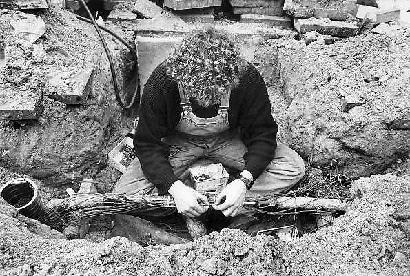 Nederland, Nijmegen, 1-10-1990Medewerker van kabelbedrijf verbindt 300 uiteinden van telefoonkabel. Foto: Flip Franssen/Hollandse Hoogte