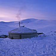 Mongolia. HEIGHT LAKES AREA. YURTS IN THE SNOW.  HORSES  Ovorkangai province. aymak      /  /    /  /  REGION DES HUIT LACS. YOURTES DANS LA NEIGE.   Ovorkangai province. aymak  Mongolie  /  /      L0009131