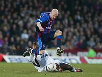Fotball, 26. januar 2003, Crystal Palace V Liverpool FA cup 4th round. Selhurst park.<br />Palac- angriper Andy Johnson hopper over Liverpools Djimi Traore <br />Foto: Scott Heavey, Digitalsport