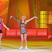 NLD/Hilversum/20110304 - Sterren Dansen op het IJs show 6, Vivian Reijs met Holiday on Ice dansers