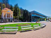 Muszla koncertowa – zabytkowy, reprezentacyjny budynek sceny dla orkiestry uzdrowiskowej usytuowany na krynickim deptaku