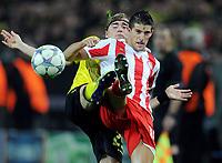 Fotball<br /> Tyskland<br /> 01.11.2011<br /> Foto: Witters/Digitalsport<br /> NORWAY ONLY<br /> <br /> v.l. Marcel Schmelzer, Kevin Mirallas (Piraeus)<br /> <br /> Champions League, Gruppenphase, Borussia Dortmund - Olympiakos Piraeus / Olympiacos
