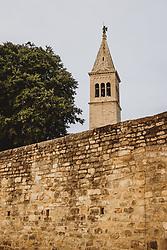 THEMENBILD - die Stadtmauer und der Kirchturm, aufgenommen am 03. Juli 2020 in Novigrad, Kroatien // the city wall and the church tower in Novigrad, Croatia on 2020/07/03. EXPA Pictures © 2020, PhotoCredit: EXPA/ JFK