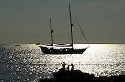 Spanien Spain,Mallorca Balearen....Sant Elm....Cala Conills, glitzerndes Meer, Segelboot............