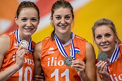 01-10-2017 AZE: Final CEV European Volleyball Nederland - Servie, Baku<br /> Nederland verliest opnieuw de finale op een EK. Servië was met 3-1 te sterk / Lonneke Sloetjes #10 of Netherlands, Anne Buijs #11 of Netherlands, Laura Dijkema #14 of Netherlands