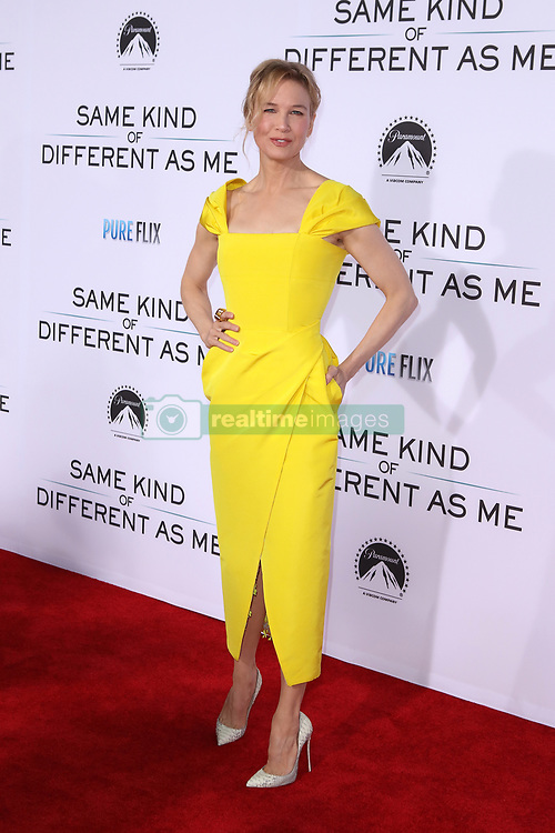 """Renee Zellweger at the Paramount Pictures And Pure Flix Entertainment's """"Same Kind Of Different As Me"""" Premiere held at the Westwood Village Theatre on October 12, 2017 in Westwood, California, USA (Photo by Art Garcia/Sipa USA)"""