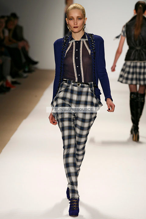 Iekeliene Stange wearing the Charlotte Ronson Fall 2009 Collection