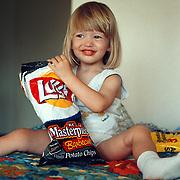Reis Amerika, Linda Janssen met chips op de hotelkamer Los Angeles