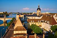 France, Saône-et-Loire (71), Chalon-sur-Saône, le pont Saint-Laurent, l''île Saint-Laurent et le dome de l'hopital // France, Saône-et-Loire (71), Chalon-sur-Saône, Saint-Laurent bridge and Saint Laurent island