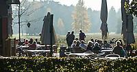 LOCHEM - Terras voor clubhuis. Herfst op de Lochemse Golfclub, De Graafschap. COPYRIGHT KOEN SUYK