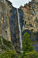 Bridalveil Falls in Yosemite Valley. Image taken with a Nikon D300 camera and 80-400 mm lens (ISO 200, 80 mm, f/11, 1/125 sec).