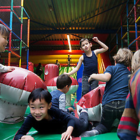 Nederland, Amsterdam, 15 januari 2017.<br />Binnenspeeltuin Ballorig Gaasperplas.<br />Drie indoorspeeltuinen zijn door de Nederlandse Voedsel- en Warenautoriteit (NVWA) op de vingers getikt. De NVWA heeft afgelopen jaar landelijk 37 speelhallen gecontroleerd. Bij 90 procent was iets niet in orde.<br />Bij binnenspeeltuin Ballorig was overigens niks mis.<br /><br /><br /><br /><br /><br /><br />Foto: Jean-Pierre Jans