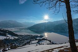THEMENBILD - der Blick auf den halb zugefrorenen Zeller See bei Sonnenschein und strahlend blauem Himmel, aufgenommen am 28. Februar 2018, Zell am See, Österreich // the view of the half-frozen Zeller lake in the sunshine and bright blue sky on 2018/02/28, Zell am See, Austria. EXPA Pictures © 2018, PhotoCredit: EXPA/ Stefanie Oberhauser