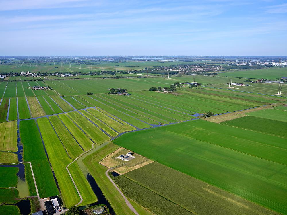 Nederland, Zuid-Holland, Bent, 4-09-2019. Polder Groenendijk, midden in het Groene Hart (ten Westen van Leiden). Boortunnel van de hogesnelheidslijn doorkruist dit gebied ondergronds, de gebouwen maken onderdeel uit van de zogenaamde vluchtschacht, de nooduitgang.<br /> The drill tunnel of the high-speed train (HST) runs through this underground area, the buildings are part of the so-called flight shaft, the emergency exit<br /> luchtfoto (toeslag op standard tarieven);<br /> aerial photo (additional fee required);<br /> copyright foto/photo Siebe Swart