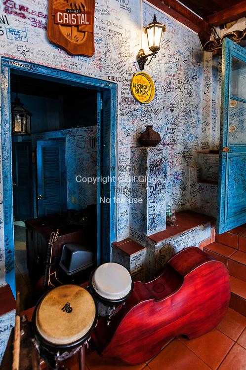 Cuba, La Havane, vieille-ville Habana Vieja, La Bodeguita del Medio, bar fréquenté par Ernest Hemingway // Cuba, Havana, old town, Habana Vieja, La Bodeguita del Medio, a bar used by E.Hemingway bar