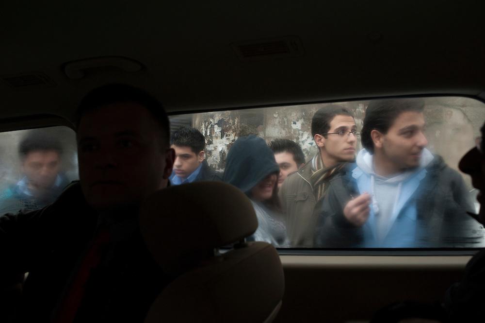 January 10, 2012, Damascus, Syria. School children walk in a narrow street in the old city of Damascus during the civil war.<br />  <br /> 10 janvier, 2012, Damas, Syrie. Des écoliers marchent dans une ruelle étroite dans la vieille ville de Damas pendant la guerre civile.