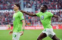 2:2 Jubel v.l. Torschuetze Mario Gomez, Josuha Guilavogui (Wolfsburg)<br /> Leverkusen, 02.04.2017, Fussball, Bundesliga, Bayer 04 Leverkusen - VfL Wolfsburg<br /> Norway only