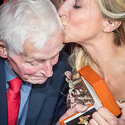 NLD/Amsterdam/20161013 - Televiziergala 2016, Floortje Dessing wint de Televizierring 2016 met haar vader