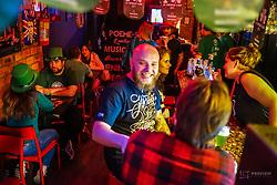 Amigos comemoram o St Patrick's Day 2017, no Rock n Soul, da Cidade Baixa. Foto: Jefferson Bernardes/ Agência Preview