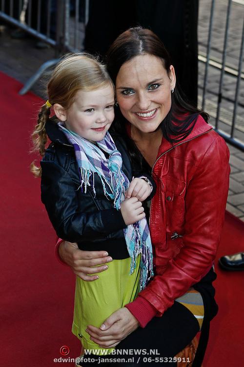 NLD/Amsterdam/20101010 - Premiere Sinterklaas en het Pakjes Mysterie, Marieke van Ginneken en dochter Katootje