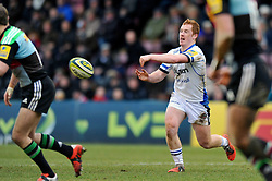 Rory Jennings of Bath Rugby passes the ball - Photo mandatory by-line: Patrick Khachfe/JMP - Mobile: 07966 386802 31/01/2015 - SPORT - RUGBY UNION - London - The Twickenham Stoop - Harlequins v Bath Rugby - LV= Cup