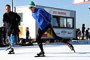 DE HOLLANDSE100 by LYMPH & CO op FlevOnice te Biddinghuizen. Een duatlon bestaande uit twee onderdelen: schaatsen en fietsen. Het evenement wordt georganiseerd om geld op te halen voor Lymph&Co dat zich inzet tegen lymfklierkanker.<br /> <br /> Op de foto: Prins Pieter-Christiaan