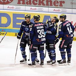Torjubel zum 4:1 durch 88 Brandon McMillan (Spieler ERC Ingolstadt)<br /> Auf dem Bild 39 Thomas Greilinger (Spieler ERC Ingolstadt), 88 Brandon McMillan (Spieler ERC Ingolstadt), 42 Jared Ross (Spieler ERC Ingolstadt) und 14 Dustin Friesen (Spieler ERC Ingolstadt) beim Spiel in der DEL, ERC Ingolstadt (blau) - Iserlohn Roosters (weiss).<br /> <br /> Foto © PIX-Sportfotos *** Foto ist honorarpflichtig! *** Auf Anfrage in hoeherer Qualitaet/Aufloesung. Belegexemplar erbeten. Veroeffentlichung ausschliesslich fuer journalistisch-publizistische Zwecke. For editorial use only.