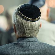 NLD/Amsterdam/20180417 - Koning bij opening tentoonstelling Joden en het Huis van Oranje, Joodse Keppel