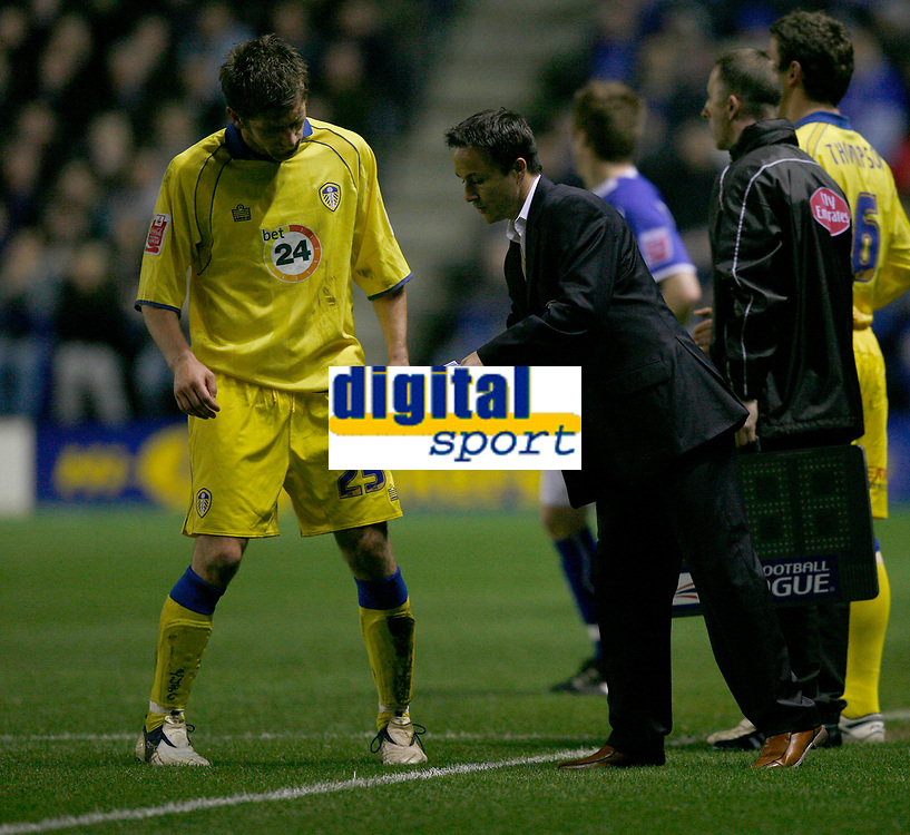 Photo: Steve Bond.<br />Leicester City v Leeds United. Coca Cola Championship. 13/03/2007. dennis Wise gives instructions to Richard Cresswell (left)