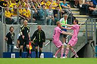 Fotball: 03.07 2011 , Tippeligaen Eliteserien ,<br /> Start - Sogndal<br /> <br /> Ørjan Hopen, frisparkmål, 1-1, jubler med Espen Olsen (th)
