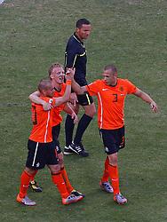 14-06-2010 VOETBAL: FIFA WORLDCUP 2010 NEDERLAND - DENEMARKEN: JOHANNESBURG<br /> Dirk Kuyt scoort de 2-0 en viert dit met Wesley Sneijder en John Heitinga<br /> ©2010-FRH- NPH/  Mark Atkins (Netherlands only)