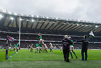 LONDON, ENGLAND - MARCH 17: Ireland's Iain Henderson claims the lineout during the NatWest Six Nations Championship match between England and Ireland at Twickenham Stadium on March 17, 2018 in London, England. (Photo by Ashley Western - MB Media via Getty Images)
