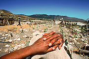 IXMIQUILPAN, HIDALGO, MEXICO: A Mexican woman rests her hands atop her head in the desert outside of the town of Ixmiquilpan, state of Hidalgo, in central Mexico. PHOTO © JACK KURTZ   WOMEN  ENVIRONMENT    POVERTY  INDIGENOUS