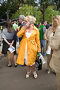 JACKIE LLEWELLEN-BOWEN, Opening day of the Chelsea Flower Show. Royal Hospital Grounds. London. 19 May 2008 *** Local Caption *** -DO NOT ARCHIVE-© Copyright Photograph by Dafydd Jones. 248 Clapham Rd. London SW9 0PZ. Tel 0207 820 0771. www.dafjones.com.