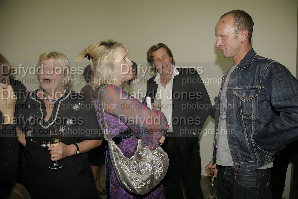 Lynn Barber, Louise Fennell, Theo Fennell and Johnnie Shand Kydd, Johnnie Shand Kydd:  book launch party celebrate the publication of Crash.White Cube. Hoxton sq. London. 18 September 2006. ONE TIME USE ONLY - DO NOT ARCHIVE  © Copyright Photograph by Dafydd Jones 66 Stockwell Park Rd. London SW9 0DA Tel 020 7733 0108 www.dafjones.com