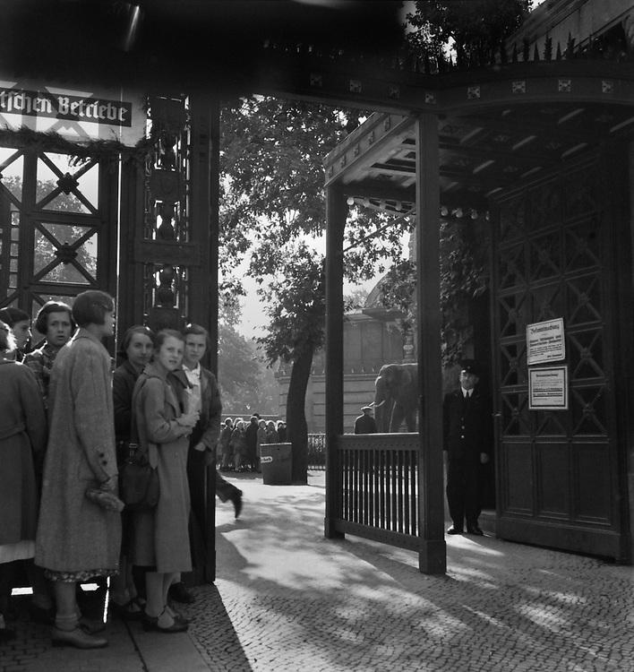 Entrance to Zoo, Berlin, c. 1931