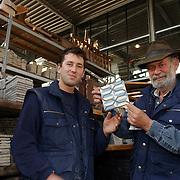 NLD/Eemnes/20051012 - Eigenaar en zoon Jan van IJken bouwhandel Walnootberg 8 Eemnes
