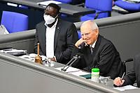 DEU, Deutschland, Germany, Berlin, 23.06.2021: Dr. Karamba Diaby (SPD) und Bundestagspräsident Dr. Wolfgang Schäuble (CDU) in der Plenarsitzung im Deutschen Bundestag.