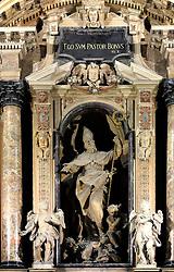 29.11.2013, Mailand, ITA, Architektur in Mailand, Mailand ist bekannt für historisch bedeutsame Bauwerke, im Bild Innenaufnahme Detail Altar MailaeŠnder Dom, aufgenommen am 15 11 2013 // indoor detail altar of Mailaender Dom, Mailand, Italy on 2013/11/15. EXPA Pictures © 2013, PhotoCredit: EXPA/ Eibner/ Eckhard Eibner<br /> <br /> *****ATTENTION - OUT of GER*****