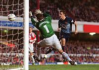 Fotball - FA Cup - 4. runde <br />25.01.2003<br />Farnborough Town v Arsenal<br />Francis Jeffers - Arsenal scorer på Tony Peacock<br />Foto: Andrew Cowie, Digitalsport