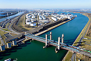 Nederland, Zuid-Holland, Rotterdam, 18-02-2015. Rozenburg, Calandkanaal en Thomassentunnel. Goederentrein richting Maasvlakte. Bij de Calandbrug staan een windscherm om het manoeuvreren met hoog beladen zeeschepen ook bij sterke wind mogelijk te maken.<br /> Caland Canal, Caland bridge with freight train. Next to Caland bridge a windshield allows for maneuvering  high loaded ocean-going vessels even in strong wind.<br /> luchtfoto (toeslag op standard tarieven);<br /> aerial photo (additional fee required);<br /> copyright foto/photo Siebe Swart